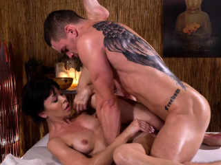 Rub down Change Petite brunette Sasha Colibri